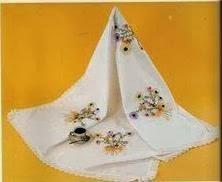 mantel con margaritas bordado en cinta