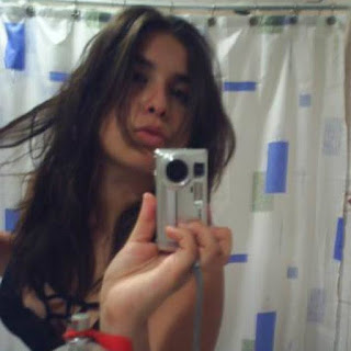 Chica linda tomanadose una foto