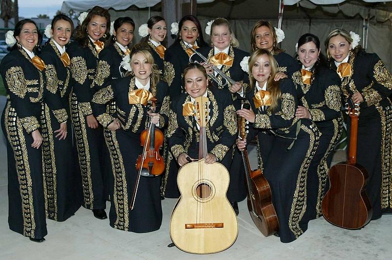 http://4.bp.blogspot.com/-CAce4v9qV28/TiIqmactuSI/AAAAAAAAGx0/8AhvnAwCeeI/s1600/Mariachi+Divas+001.jpg