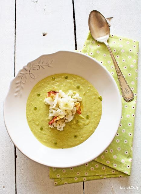 Crema de brócoli con fideos de sepia y torreznos