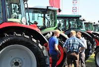 Landwirtschaftliche Maschinen aller Art reigen sich bei den Landtagen aneinander