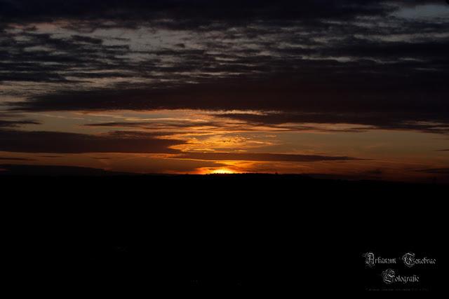 Ein Sonnenuntergang im Herbst