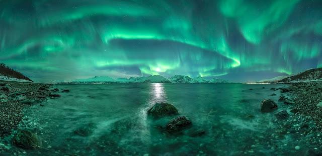 Aurora over Lyngen