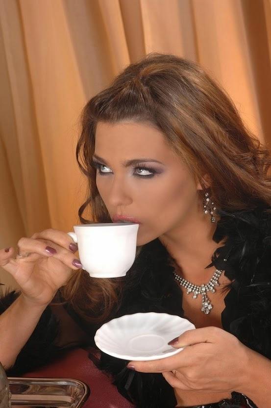 Káva, coffee a krásná dívka internetu