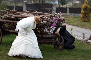 Fotografie nunta mireasa isi cauta mirele