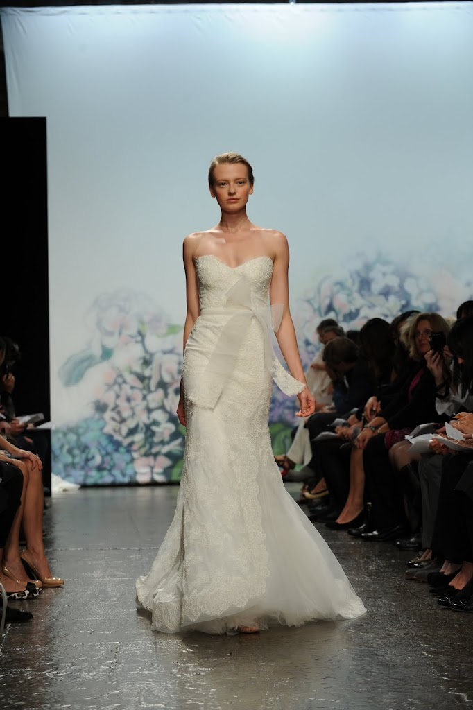 Monique_Lhuillier_Wedding_Dress_Lace_Bow