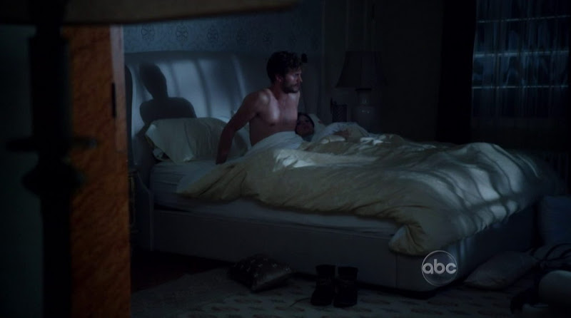 Jamie Dornan Shirtless in Once upon a Time s1e07