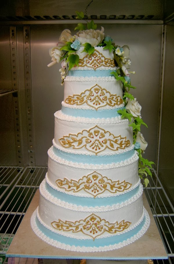 Beauty And Fashion Indian Wedding Cake