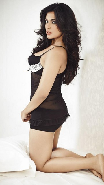 Richa Chadha Latest Sexy Pics