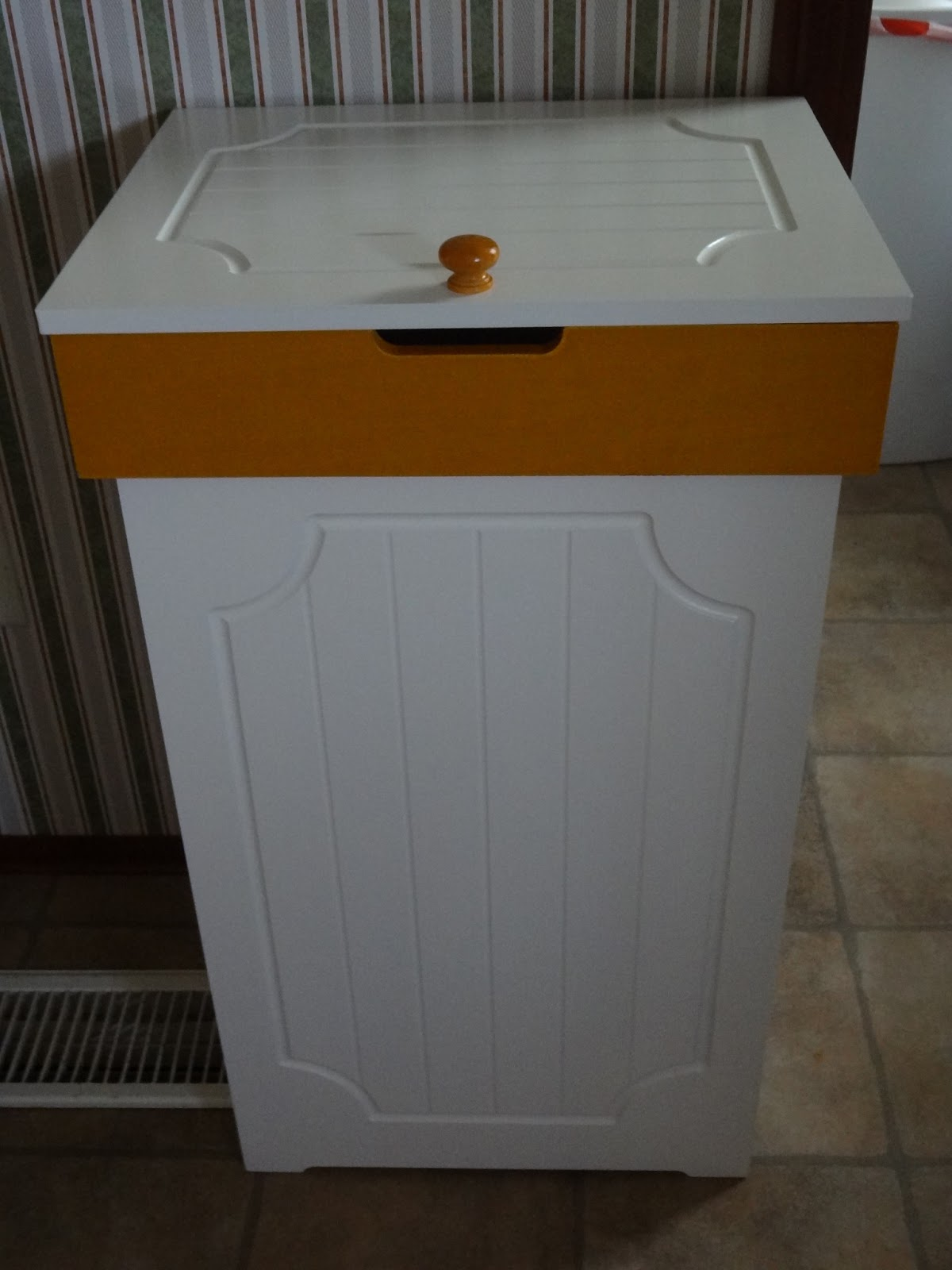 I'm A Blessed Mommy: Brylane Home Country Kitchen Trash Bin Review ...
