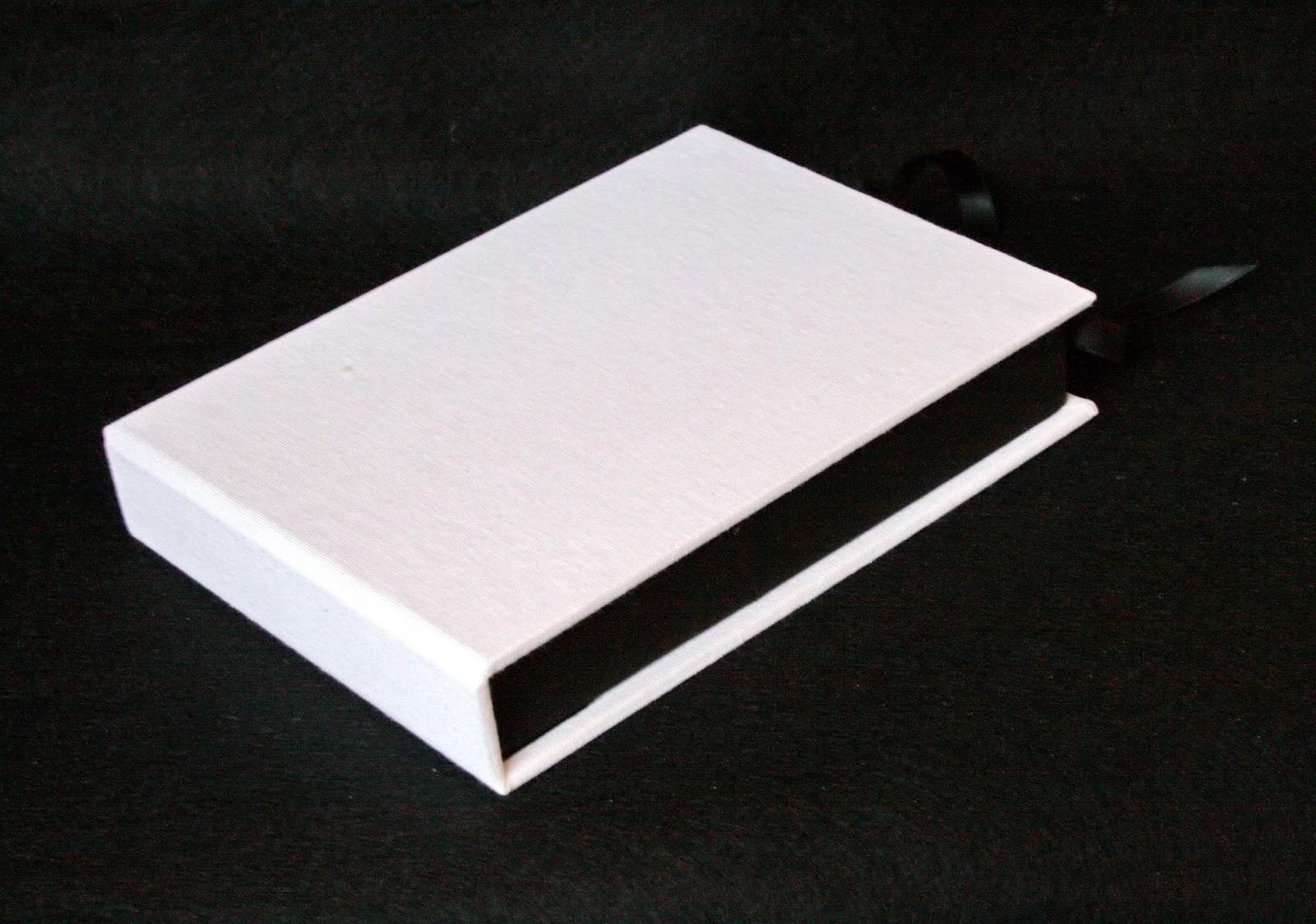 Caja para DVD y pendrive cerrada 2