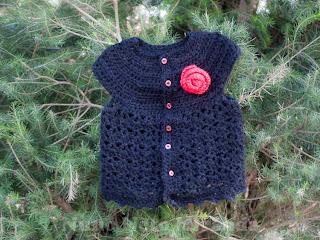 """alt=""""Picot and Lace Sweater, Crochet vest, Red rose, colete em crochet, botão de rosa"""""""