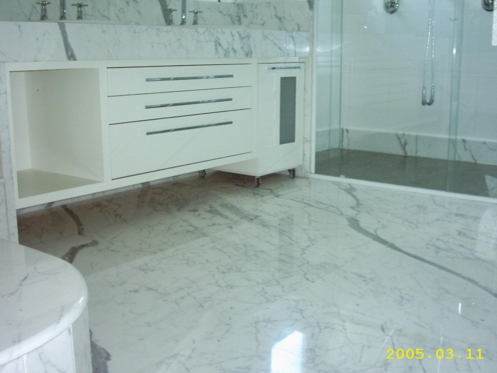 Agora chega de falação e vou mostrar alguns banheiros lindos com  #567075 1600x1200 Bancada De Banheiro Em Marmore Carrara