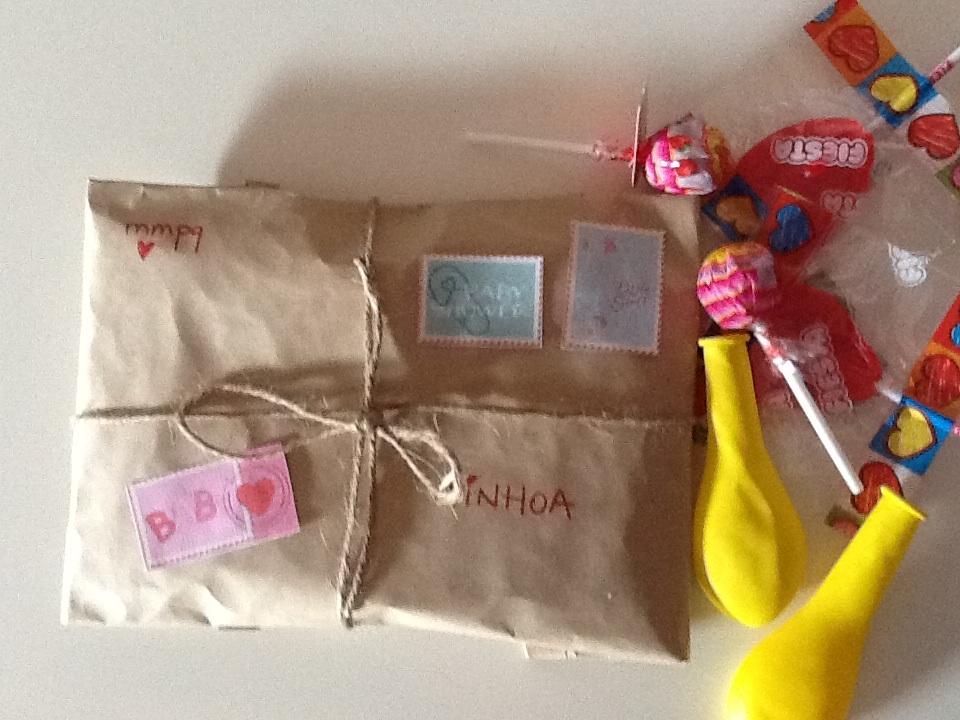 Envolver regalos con papel kraft cosas de mam s y peques - Paquetes de regalo ...