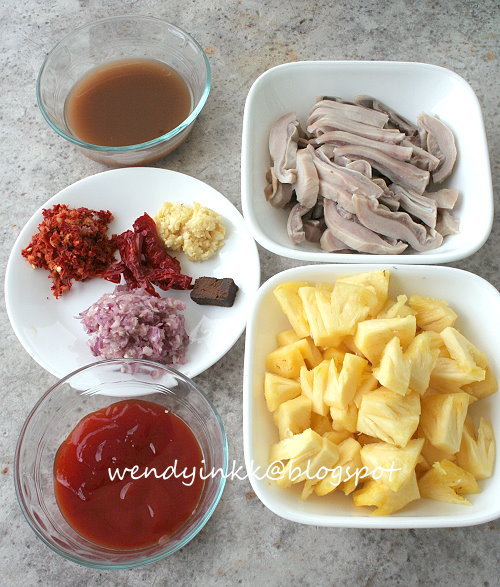 Washing Pig Stomach Pig Stomach With Pineapple And