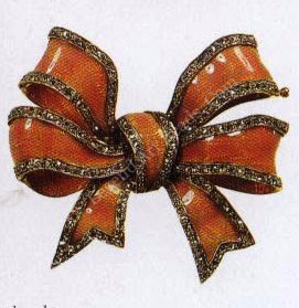 Above, a gold brooch in the form of a knotted bow of broad ribbon enameled translucent pink over a moiré ground and bordered with rose diamonds set in silver.