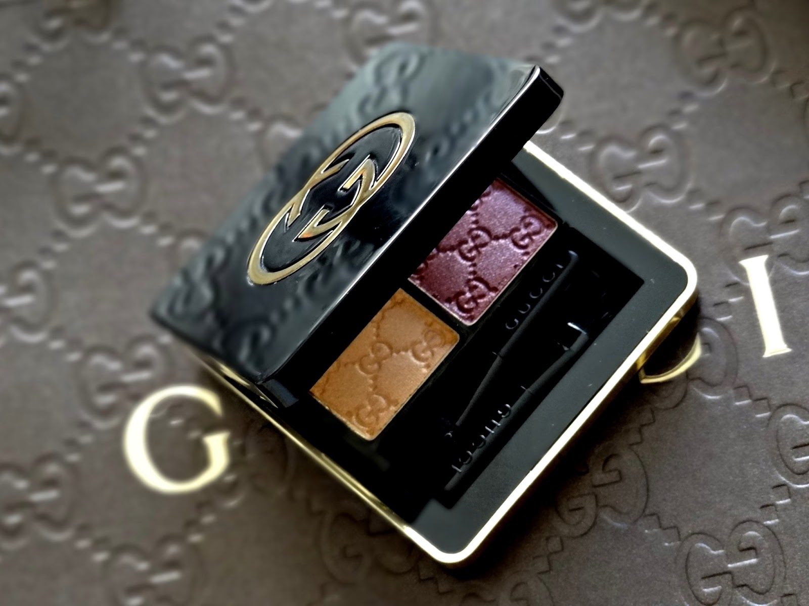Gucci Beauty Magnetic Color Eye Shadow Duo in Azalea 030