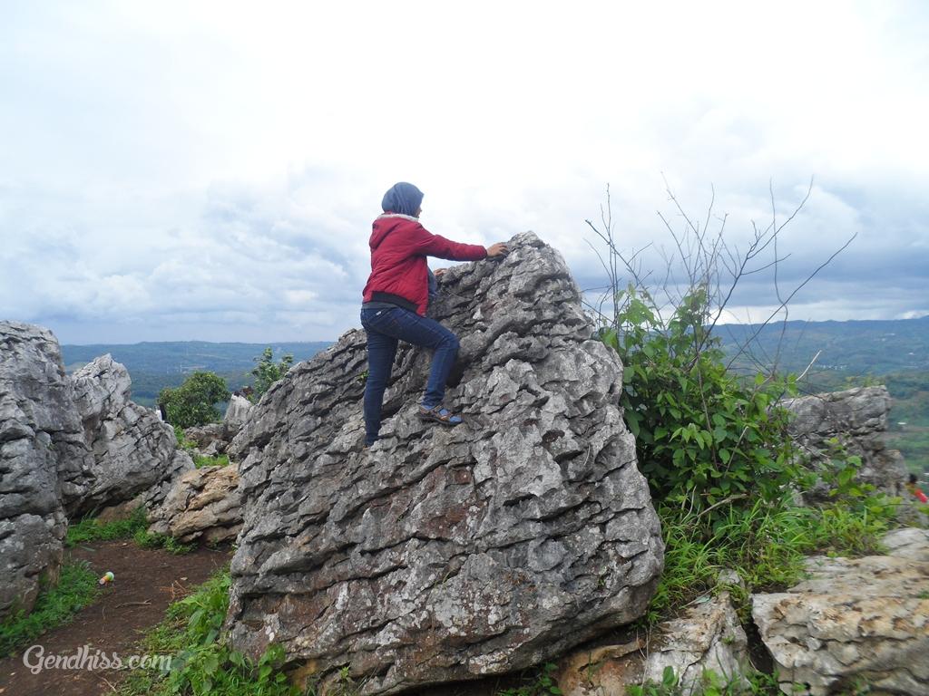 Panjat Batu di Garden Stone Padalarang