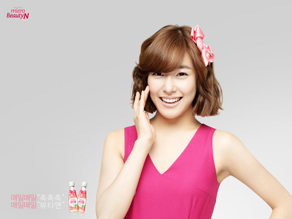 http://4.bp.blogspot.com/-CD0fSrrG8Jk/Tbu5dKtFeYI/AAAAAAAAAC0/0mTS2uLOUbM/s1600/Tiffany+Wallpaper-4.jpg