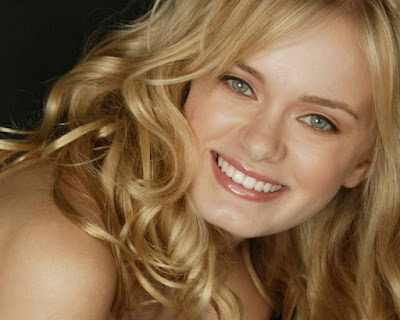 American Model Sara Paxton Closeup Photos