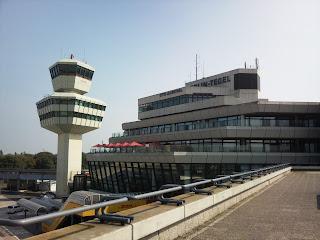 Flughäfen: Flughafen TegelVoll, voller, Tegel, aus Berliner Zeitung
