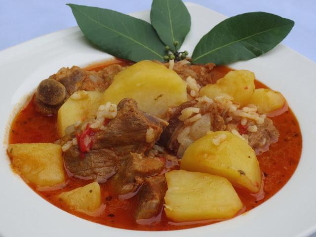 Patatas guisadas con costillas Ana SEvilla