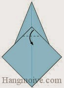 Bước 9: Gấp góc giấy xuống dưới.