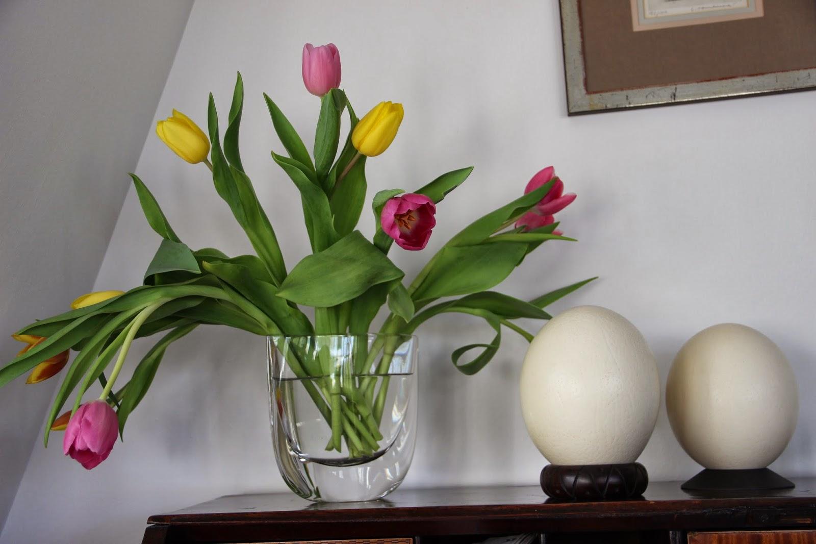 zeitschriftenwurm osterdekoration oder wei ist eine farbe. Black Bedroom Furniture Sets. Home Design Ideas
