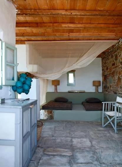 dormitorio con camas de colchonetas