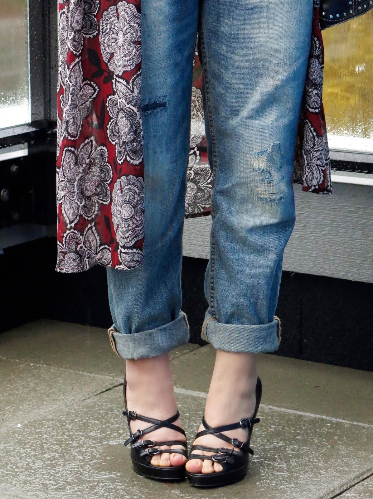 boyfriend jeans, floral kimono, strappy shoes
