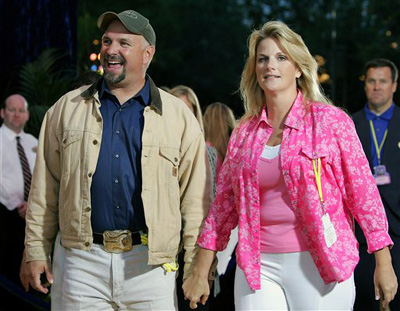1000 images about garth and trisha on pinterest for Is garth brooks and trisha yearwood still married