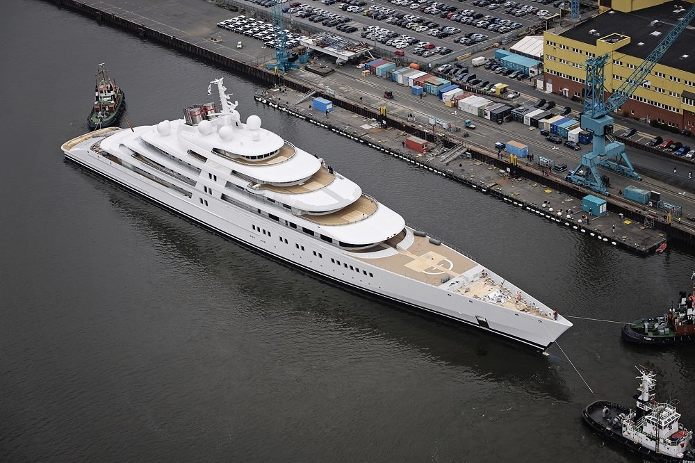 Interesting facts 39 azzam 39 the world 39 s largest fastest for Largest private boat