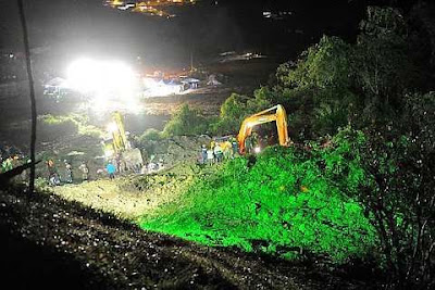 Heavy machinery being used in the search and rescue operation after a landslide hit the Sungai Ruil Orang Asli settlement in Cameron Highlands on Sunday. - Bernama - 8 August, 2011