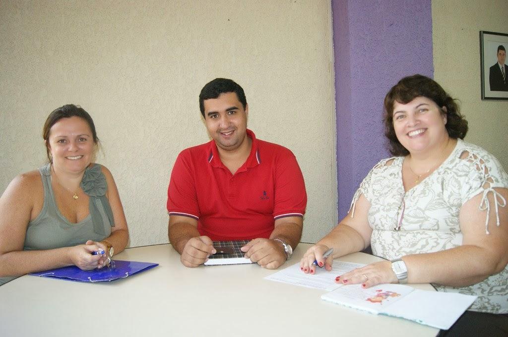 A equipe da Secretaria Municipal de Educação comemora os bons resultados
