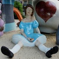Новый арт-объект Киева: Алиса на Пейзажной аллее