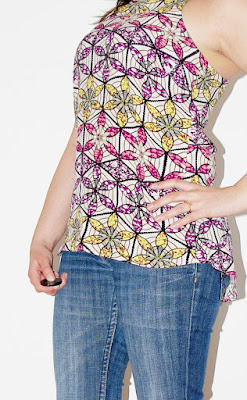 Outfit Floral Aztec: Blue Jeans, Flower Top & Lime Green Sandals