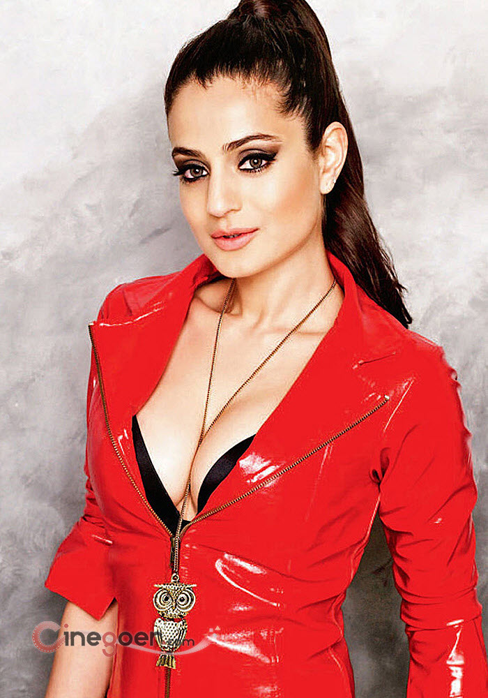 Amisha patel hot boobs vagania 1
