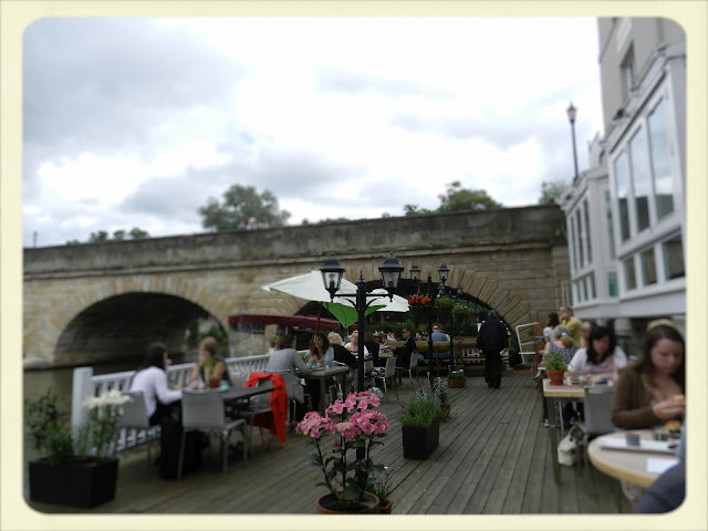 Cream Tea Queen on Folly Bridge patio