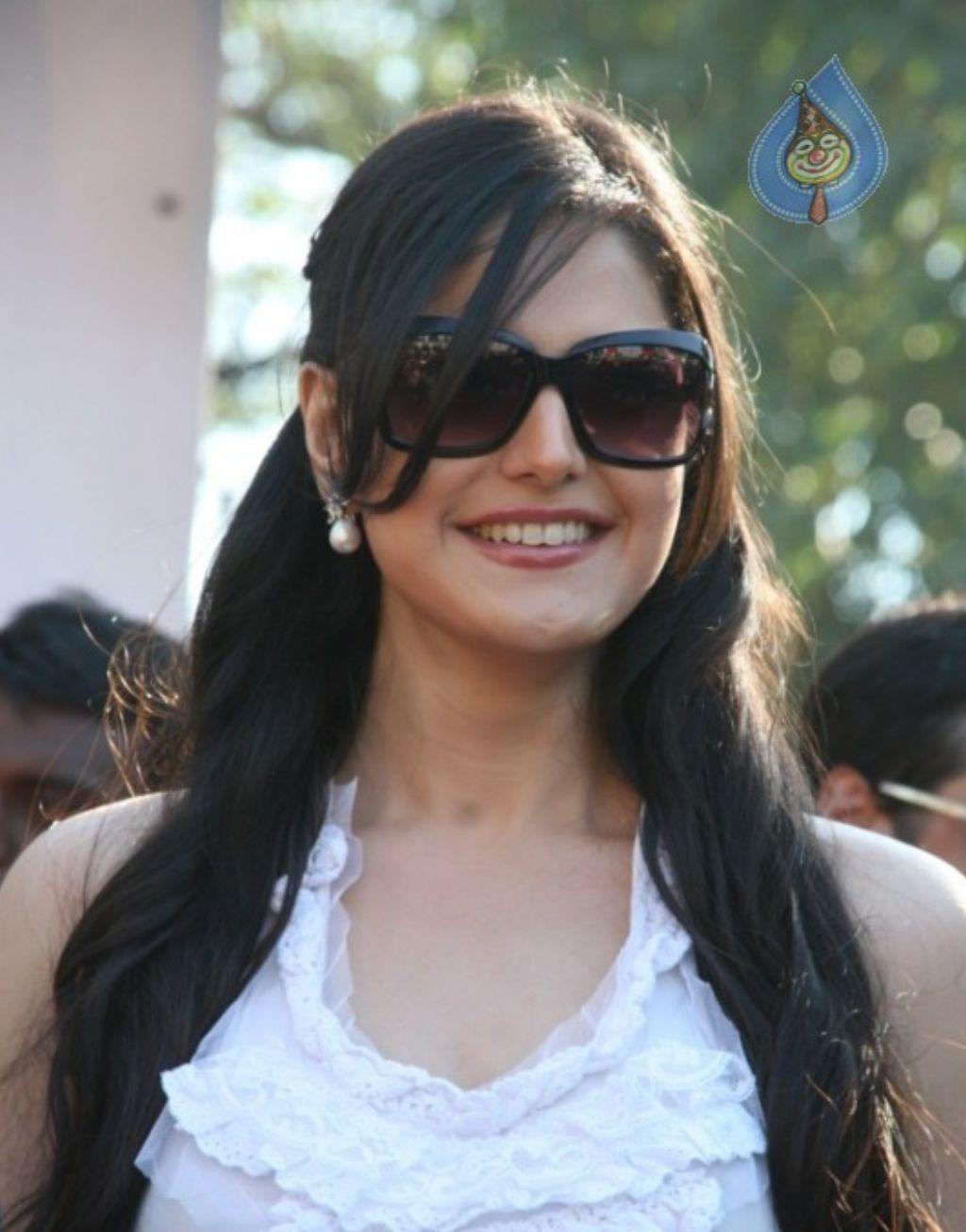 http://4.bp.blogspot.com/-CGsMVcjcWl0/Th28p_HNGtI/AAAAAAAABJg/uV61yMedDGU/s1600/Zarine-Khan-Hot-Pics.jpg