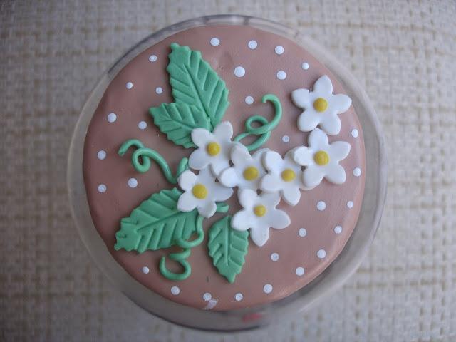 Galinha d´angola, vidro grande decorado em biscuit
