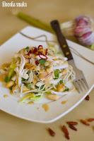 (salatka z makaronem ryzowym