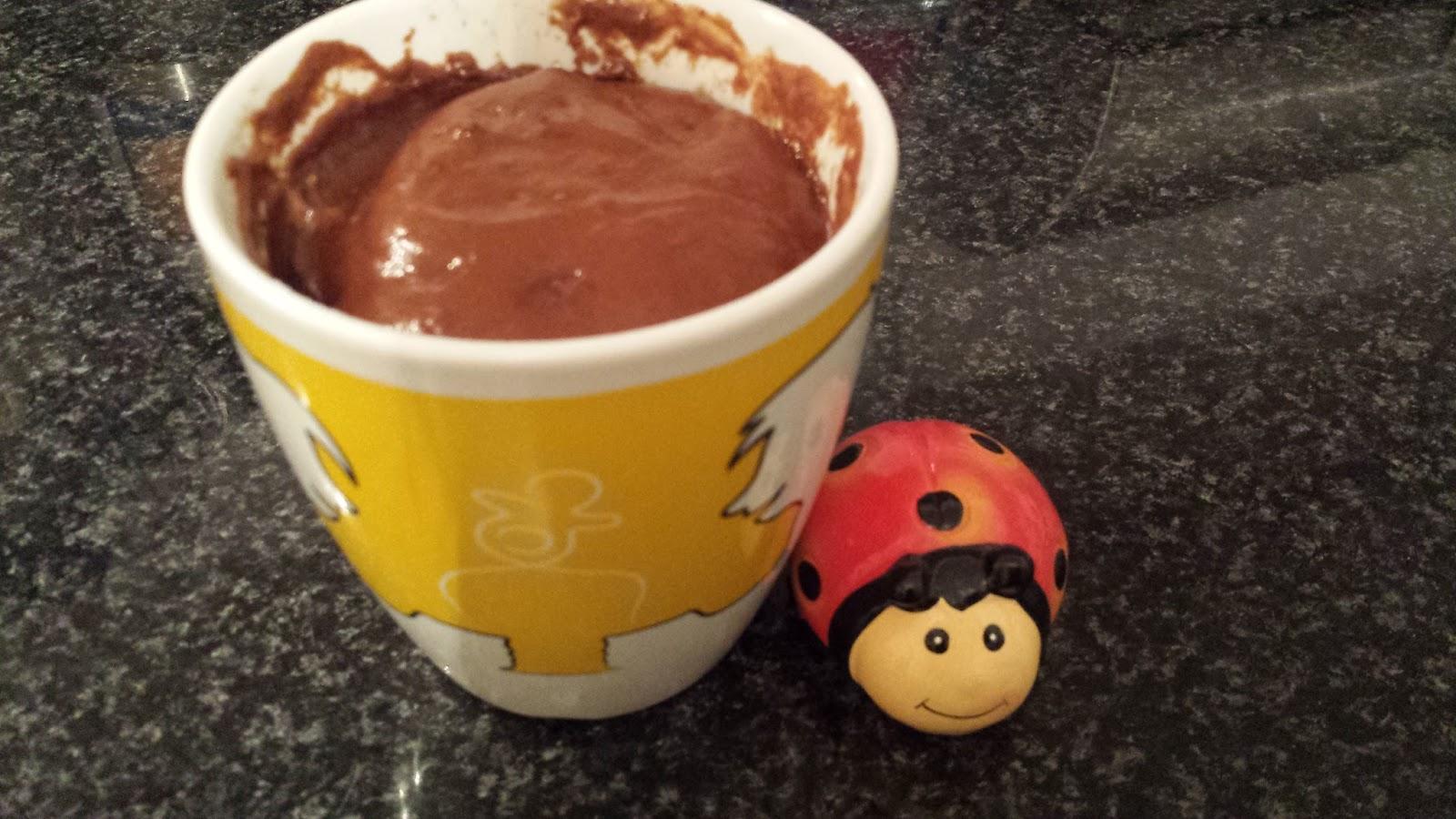 une coccinelle en cuisine mug cake au chocolat aux micro ondes. Black Bedroom Furniture Sets. Home Design Ideas