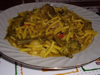 Fideua de verduras al Curry