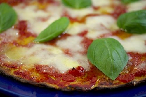 toinen jalka italiassa pitih n se nyt kokeilla pizza kukkakaalipohjalla. Black Bedroom Furniture Sets. Home Design Ideas