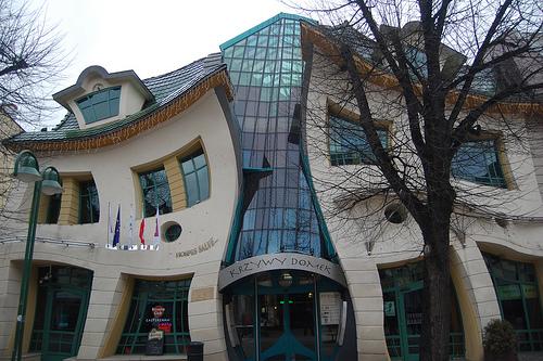 ... lengkungnya menjadikannya salah satu rumah paling tak biasa di dunia
