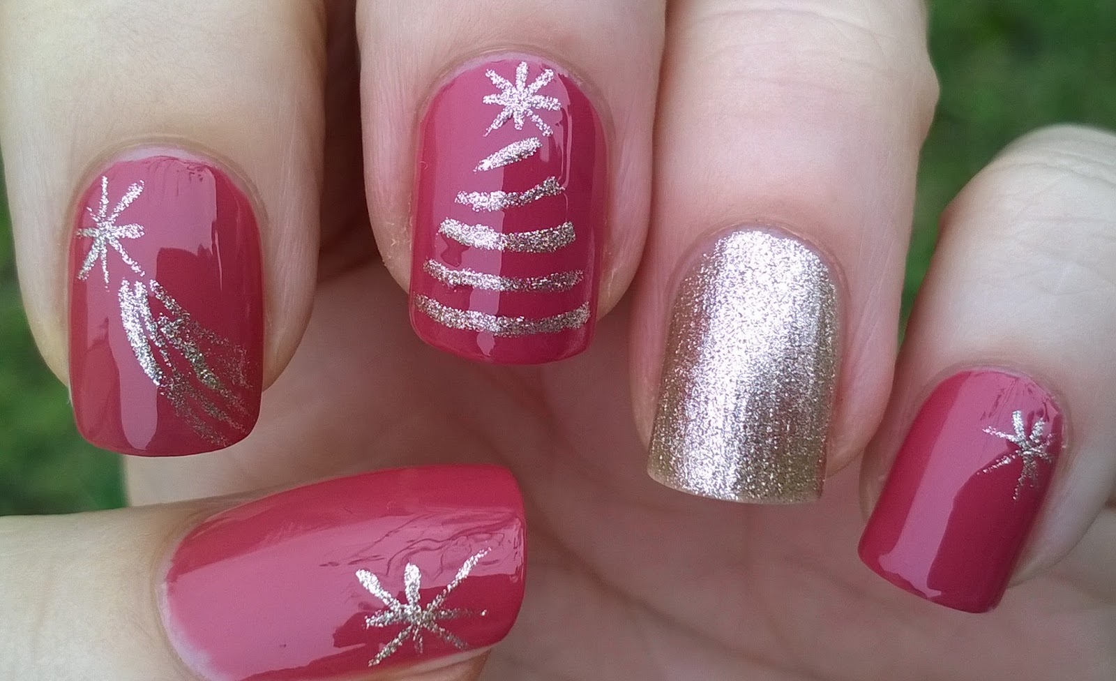 Life World Women: Christmas Nail Design Using Tape & Striping Brush