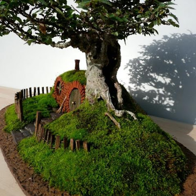 Replica incrível da casa dos Hobbits feita com bonsai, por Guise Chris