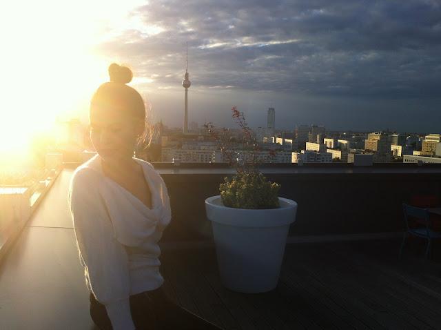 Berlin Sonnenuntergang Sonne Mitte Horizont Skyline Urbane Landschaft romantischer Sonnenuntergang