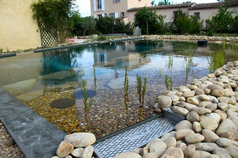 Piscine naturelle en r gion paca 5 les tapes d 39 une for Construction une piscine