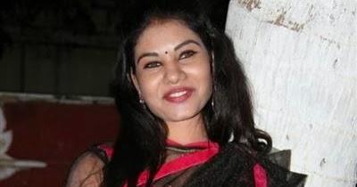 Nivisha Navel Show Gallery in Black Transparent Saree ...